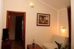 Гостиная. Черногория, Будва : Апартамент с отдельной спальней и видом на море (№18 APP 02+1 SV)
