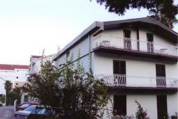 Фасад дома. Dimic 3* в Будве