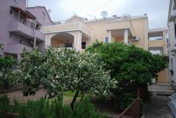 Фасад дома. Radonjic 3* в Будве