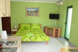Студия (гостиная+кухня). Черногория, Игало : Студия с видом на море, прямо на пляже
