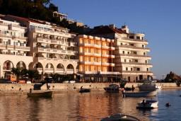 Фасад дома. Monaco 4* в Рафаиловичах