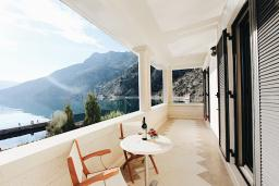 Balcony. Montenegro, Risan : Villa with 5 bedrooms in Risan for 10 guests