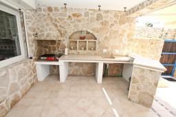 Территория. Черногория, Увала Весло : 3-х этажная вилла с 5-ю отдельными спальнями, с бассейном, с зеленым двориком, с большой террасой с шикарным видом на море, с барбекю
