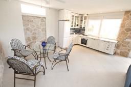 Гостиная. Черногория, Увала Весло : 3-х этажная вилла с 5-ю отдельными спальнями, с бассейном, с зеленым двориком, с большой террасой с шикарным видом на море, с барбекю