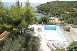 Вид. Черногория, Увала Весло : 3-х этажная вилла с 5-ю отдельными спальнями, с бассейном, с зеленым двориком, с большой террасой с шикарным видом на море, с барбекю