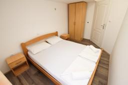 Спальня. Черногория, Шушань : Уютный апартамент с отдельной спальней