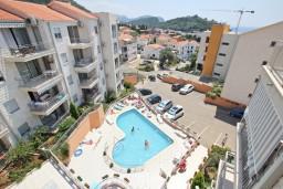 Вид. Черногория, Петровац : Современный апартамент для 4-6 человек, 2 спальни, с балконом с видом на море