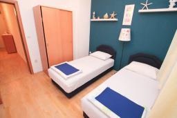 Спальня. Черногория, Герцег-Нови : Апартамент для 4-6 человек, с 2-мя отдельными спальнями