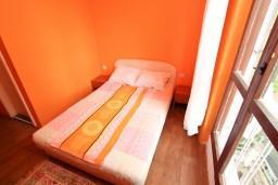 Черногория, Игало : Комната для 3 человек, с общей кухней, 50 метров до моря