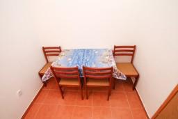 Спальня. Черногория, Дражин Врт : Апартамент с 2-мя отдельными спальнями, с большой террасой с шикарным видом на море