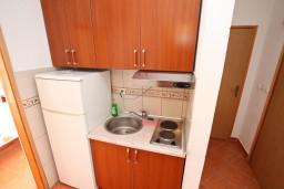 Кухня. Черногория, Дражин Врт : Апартамент с 2-мя отдельными спальнями, с большой террасой с шикарным видом на море