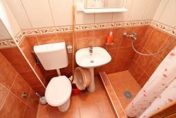 Ванная комната. Черногория, Дражин Врт : Апартамент с 2-мя отдельными спальнями, с большой террасой с шикарным видом на море