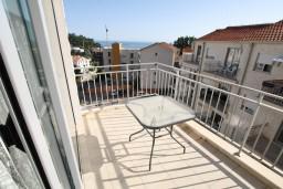 Балкон. Черногория, Петровац : Современный апартамент для 4-6 человек, 2 спальни, с балконом с видом на море