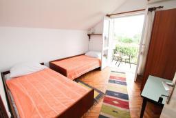 Спальня 4. Черногория, Игало : Апартамент для 11 человек, с 4-мя отдельными спальнями, c 2-мя ванными комнатами, с балконом с видом на море