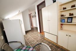 Кухня. Черногория, Игало : Апартамент для 11 человек, с 4-мя отдельными спальнями, c 2-мя ванными комнатами, с балконом с видом на море