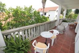 Балкон. Черногория, Нивице : Комната для 2-3 человек, с балконом с видом на море