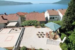 Вид. Черногория, Герцег-Нови : Люкс апартамент с отдельной спальней, с балконом с шикарным видом на море
