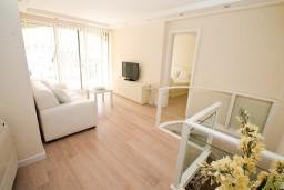 Спальня 3. Черногория, Герцег-Нови : Двухуровневый, новый, шикарный люкс апартамент с двумя спальнями, для 4-6 человек, с джакузи и большой гостиной комнатой, с балконом с видом на море