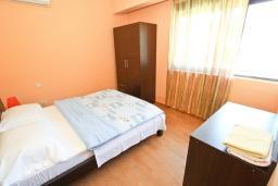 Спальня 2. Черногория, Петровац : Апартаменты на 4-6 персоны, 2 спальни 50 метров от пляжа, с видом на море