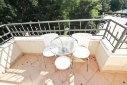 Балкон. Черногория, Петровац : Апартаменты на 4-6 персоны, 2 спальни 50 метров от пляжа, с видом на море