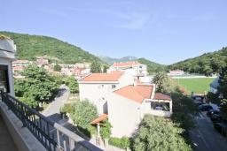 Вид. Черногория, Петровац : Апартаменты на 4-6 персоны, 2 спальни 50 метров от пляжа, с видом на море
