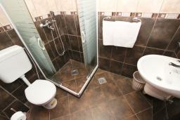 Ванная комната. Черногория, Петровац : Студия на первом этаже в 50 метрах от моря