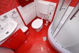 Ванная комната 2. Черногория, Добра Вода : Роскошный пентхаус для 5-7 человек, с 2-мя отдельными спальнями с ванными комнатами, с большой гостиной, с шикарным видом на море