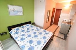 Студия (гостиная+кухня). Черногория, Герцег-Нови : Студия в Савина с балконом с видом на море