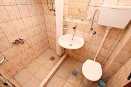 Ванная комната. Черногория, Герцег-Нови : Студия в Савина с балконом с видом на море