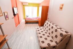 Студия (гостиная+кухня). Черногория, Герцег-Нови : Студия в Савина с террасой с видом на море