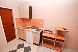Кухня. Черногория, Герцег-Нови : Студия в Савина с террасой с видом на море
