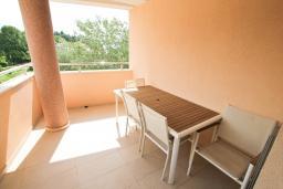 Балкон. Черногория, Игало : Современный апартамент с отдельной спальней