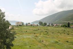 Вид на море. Черногория, Игало : Современный апартамент с отдельной спальней