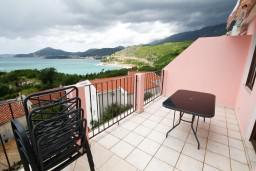 Терраса. Черногория, Каменово : Апартамент на 4 персоны, с 2-мя отдельными спальнями, с террасой с шикарным видом на море