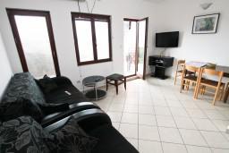 Гостиная. Черногория, Каменово : Апартамент с отдельной спальней, с террасой с шикарным видом на море