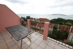 Балкон. Черногория, Каменово : Апартамент с отдельной спальней, с террасой с шикарным видом на море
