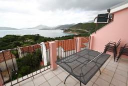 Вид на море. Черногория, Каменово : Апартамент с отдельной спальней, с террасой с шикарным видом на море