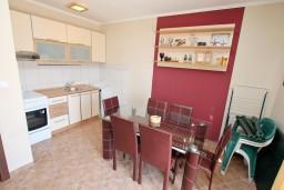 Гостиная. Черногория, Нивице : Апартамент с отдельной спальней, с большой террасой с шикарным видом на море, 50 метров до пляжа