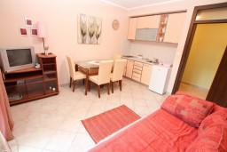 Черногория, Нивице : Апартамент для 2-4 человек, с отдельной спальней, 50 метров до пляжа