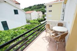 Балкон. Черногория, Петровац : Двухуровневый апартамент с отдельной спальней