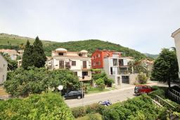 Вид. Черногория, Петровац : Двухуровневый апартамент с отдельной спальней