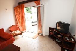 Гостиная. Черногория, Петровац : Двухуровневый апартамент с отдельной спальней