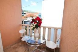 Балкон. Черногория, Игало : Студия с балконом в центре Игало