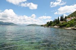 Nearest beach. Montenegro, Njivice : House with 4 bedrooms in Njivice for 9 guests