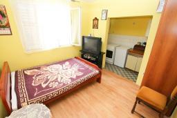 Гостиная. Черногория, Игало : Апартамент для 13 человек, с 4-мя отдельными спальнями, с 2-мя ванными комнатами, с террасой