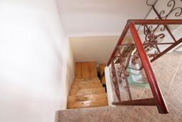 Прочее. Черногория, Герцег-Нови : 2-х этажный дом с 2-мя отдельными спальнями, с большой гостиной, с бассейном, с террасой со встроенным барбекю и фонтаном
